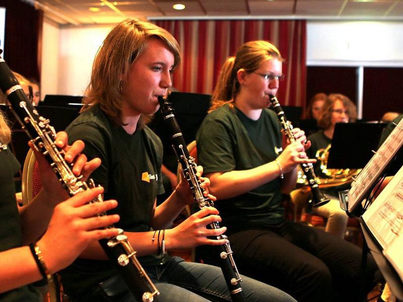maaike-huslhof-klarinet-harmonie-sint-jan-wierden